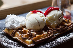 Belgische Waffeln mit Eiscreme, Schokolade, Stockfotos