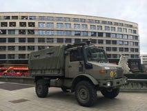 Belgisk armélastbil i Bryssel Arkivbilder