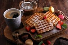 Belgiska dillandear med jordgubbar och hallon som är hemlagade läker Fotografering för Bildbyråer