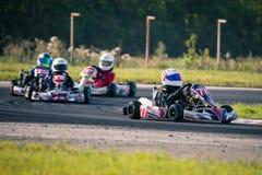 Belgorod Rosja, Sierpień, - 13: niezidentyfikowani piloci współzawodniczą na śladzie przy sportami karting serii Rotax max filiża Zdjęcia Stock