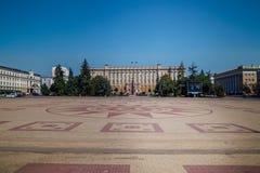 Belgorod, Rusia - 18 de agosto de 2017: Cuadrado de la catedral en la ciudad de Belgorod fotografía de archivo libre de regalías
