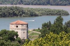 Belgrad. Kontrollturm nahe dem Flussufer Lizenzfreie Stockfotos