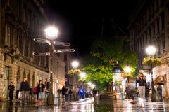 BELGRAD, SERBIEN - 25. SEPTEMBER: Regnerisches inght bei Knez Mihailova S Stockfotografie