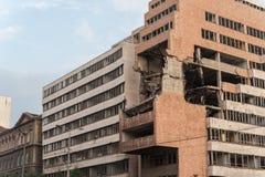 Belgrade bombarderade byggnad royaltyfri bild