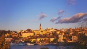 Belgrade capitol av Serbien med solnedgångljus royaltyfri fotografi