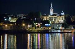 Belgrade på natten, Serbia, flod Sava Arkivbilder