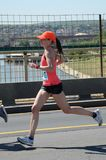 BELGRADE SERBIA, KWIECIEŃ, - 21: Niezidentyfikowana kobieta biega w 31st Zdjęcie Royalty Free