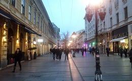 Belgrade Serbia ludzie na ulicie obraz stock
