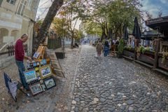 Painter and restaurant on the old street Skadarlija, Belgrade, S Royalty Free Stock Photos