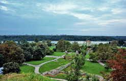 Belgrade turist- port på Sava River With Kalemegdan Fortress och arkivbild