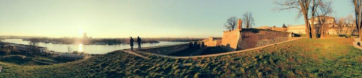 Belgrade turist- port på Sava River With Kalemegdan Fortress och Royaltyfria Foton