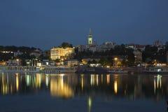 Belgrado en la noche, Serbia, río Sava Foto de archivo