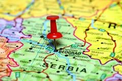 Belgrado op een kaart van Europa wordt gespeld dat royalty-vrije stock afbeeldingen