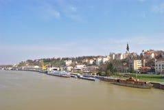 Belgrado, río de la reserva - visión desde el puente del ` s de Branko Imagen de archivo