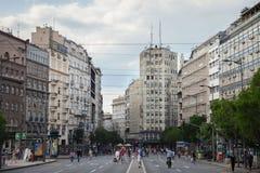 BELGRADO, SERBIA - 10 DE JUNIO DE 2017: Palacio Albanija Palata Albanija en el centro de Belgrado por la tarde Fotos de archivo libres de regalías