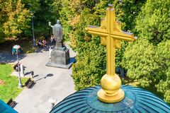 Belgrado, Serbia - 11 de septiembre de 2017: Mire del punto de vista en el santo Sava del templo en Belgrado foto de archivo