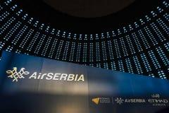 BELGRADO, SERBIA - 25 FEBBRAIO 2017: Logo del trasportatore di linea aerea della bandiera della Serbia, aria Serbia, durante il f Immagini Stock Libere da Diritti