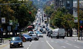 BELGRADO, SERVIË - AUGUSTUS 15, 2016: Straatmening van bergaf weg Kneza Milosa in Belgrado Royalty-vrije Stock Fotografie