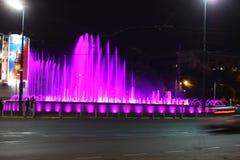 Belgrado, Servië: 23 juni 2017 - De Nieuwe Muzikale Fontein in Belgrado dichtbij Hotel Slavija in Belgrado Stock Afbeelding
