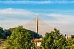 Belgrado, Servië - 20 Juni, 2018: Zijaanzicht van Ada brug over symbool van de stad van Belgrado stock foto