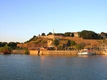 Belgrado in zonsondergang colores stock afbeeldingen