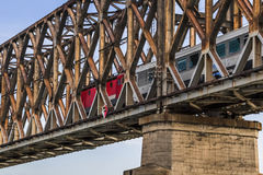 Belgrads alte Bahnfachwerkbrücke auf Sava River - Serbien Stockbild