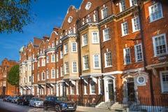Жилая ария Belgravia Роскошное свойство в центре Лондона Строка периодических зданий стоковое изображение rf