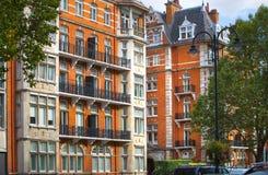 Жилая ария Belgravia Роскошное свойство в центре Лондона Строка периодических зданий стоковая фотография