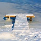 beliche de madeira T-dado fôrma coberto com a neve imagem de stock royalty free