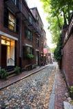 Belichtete Accorn-Straße am Abend, Boston Lizenzfreie Stockbilder