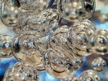Belichtete Blasen, die in klare Flüssigkeit schwimmen Entziehen Sie Hintergrundbeschaffenheit Raum, Ökologie, Umwelt, sauberes Me stockbilder