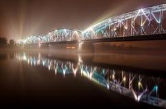 Belichtete Brücke in Torun lizenzfreies stockbild