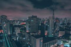 Belichtete Gebäude gesehen von oben stockbilder