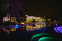 Belichtete Lichter der Abend-Stadt Landschaft Stockfotografie