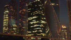 Belichtete Nacht beleuchtet Geschäftsgebiet Stockbilder