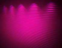 Belichtete rosafarbene violette Wand, Hintergrund Lizenzfreie Stockfotos
