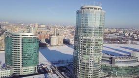 Belichtete Wolkenkratzer-Gebäude des Geschäftskomplexes Russland Wolkenkratzer im Winter Russland stock video footage