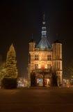 Belichteter Marktplatz in der Stadt von Deventer I Lizenzfreies Stockfoto