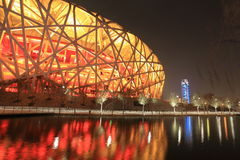 Belichteter olympischer Park in Peking nachts Stockfotografie