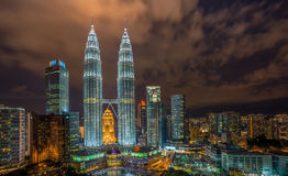 Belichteter Petronas-Twin Tower Stockfoto