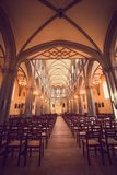 Belichteter Roman Catholic Church mit Buntglas Windows stockfoto