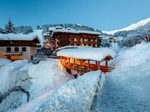 Belichteter Ski Resort von Madonna di Campiglio morgens Stockfotos