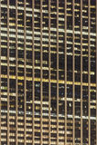 Belichteter Wolkenkratzer Windows nachts Lizenzfreie Stockfotos