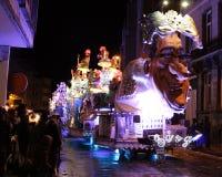 Belichtetes Karnevals-Floss Stockfotografie