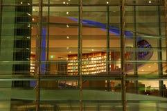 Belichtetes modernes Gebäude Stockfotografie