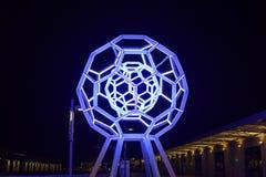 Belichtetes wechselwirkendes Wissenschafts-Museum Exploratorium in San Francisco nachts stockfotos