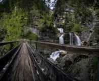 Belichtung der langen Zeit des Wasserfalls lizenzfreies stockfoto