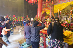 Believers pray in chengnei  ( xiacheng ) chenghuang temple Royalty Free Stock Photos