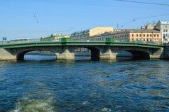 Belinskybrug door Fontanka Heilige-Petersburg stock fotografie
