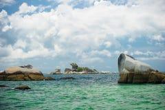 Belitung Indonésia da praia de Kelayang fotos de stock